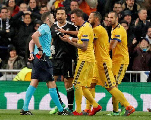 Michael Oliver referee