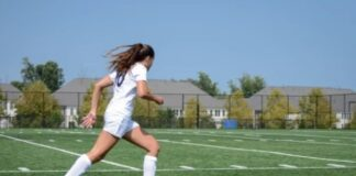 How to be a good soccer striker